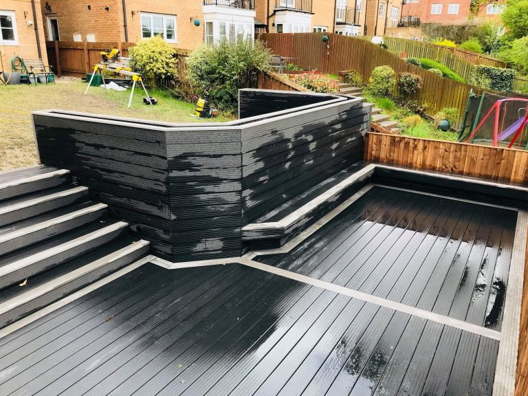 CHARCOAL COMPOSITE DECKING WITH GRAPHITE CONTRASTING EDGE AND LED LIGHTING