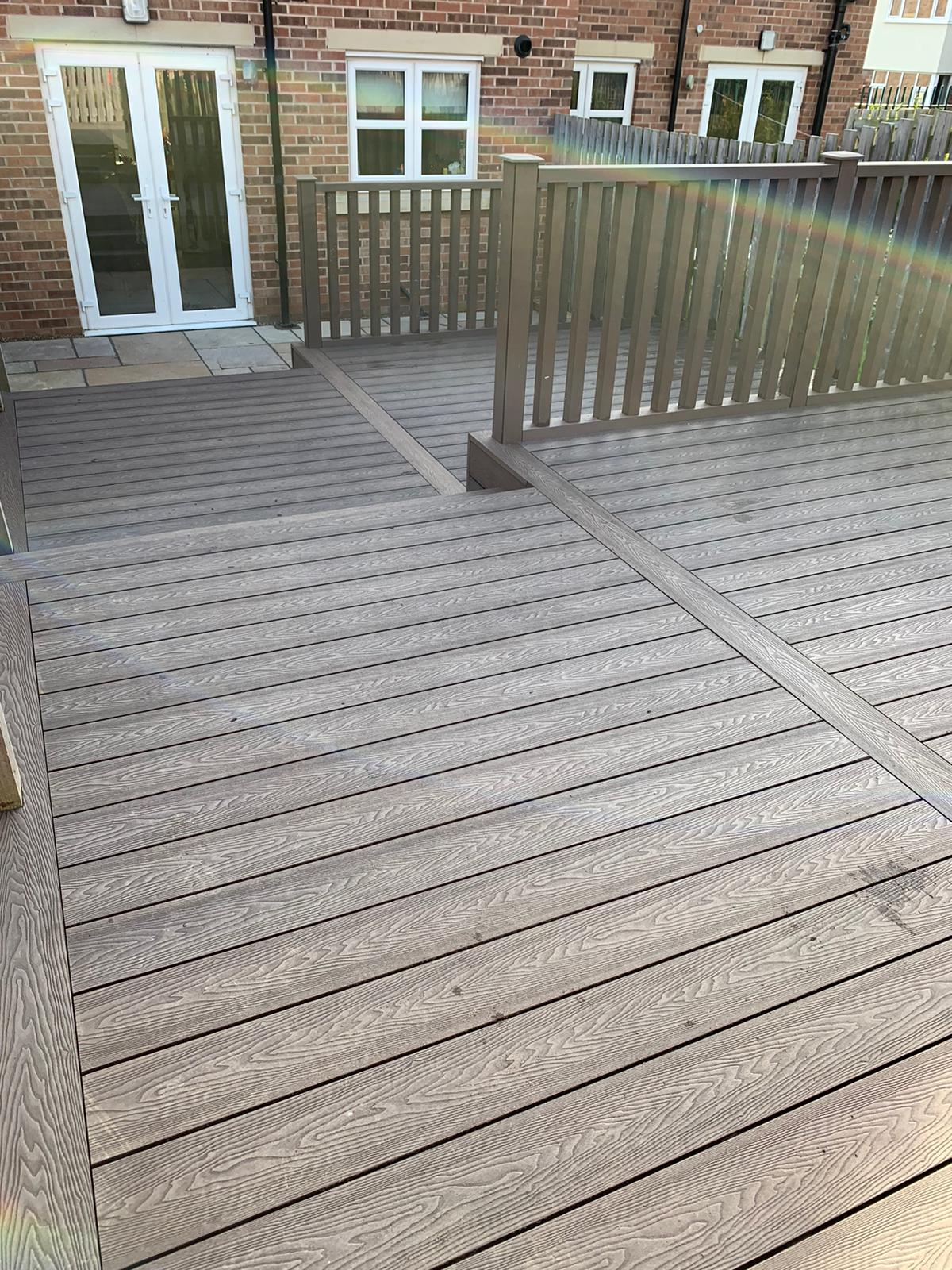 HERITAGE BROWN DEEP EMBOSSED COMPOSITE DECKING WITH HANDRAILS