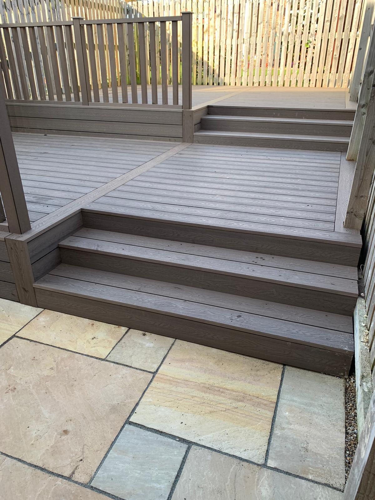 HERITAGE DEEP EMBOSSED BROWN COMPOSITE DECKING WITH HANDRAILS