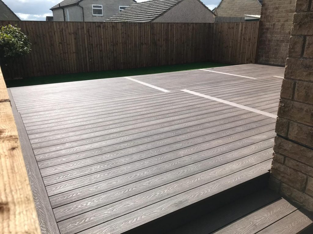 HERITAGE BROWN DEEP EMBOSSED COMPOSITE DECKING  WITH FEATHER EDGE FENCING